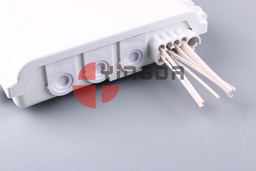 Outdoor ABS Optical Splitter Box 8 Cores , Uncut cable Termination Box For 1x8 PLC Splitter White